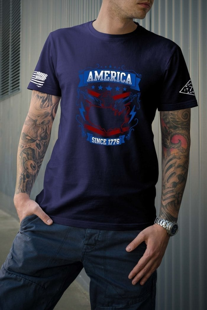 t-shirt with salute 1776 on navy mens