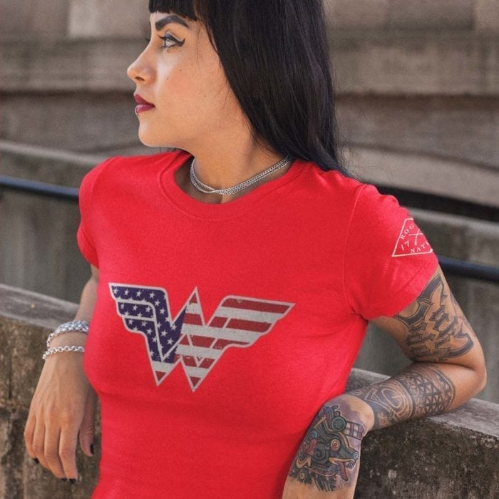 t-shirt wonder woman on red